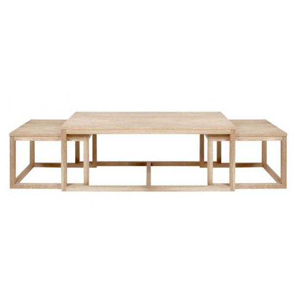 Corn sofabord bestående af 2 små og 1 stort bord i massiv/finer eg.