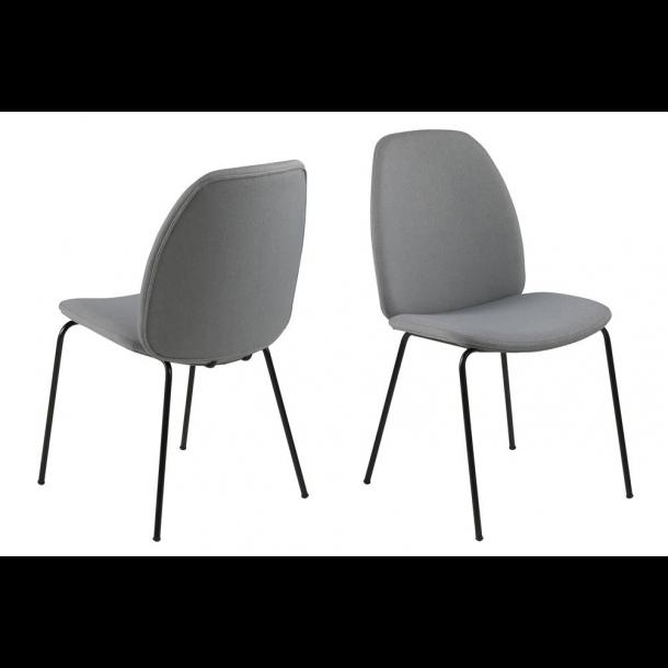 Cary spisestuestol i lys grå og ben i sort.