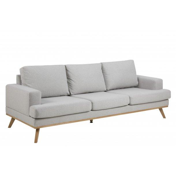 Nord sofa 3 personers i lysegrå stof og ask ben egebejdset.