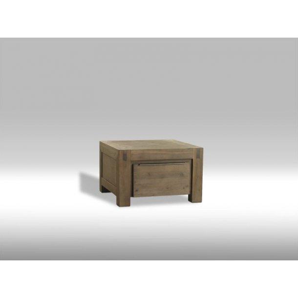 Hill hjørnebord med 1 skuffe i brunbejdset Akacietræ. Leveres færdig samlet.