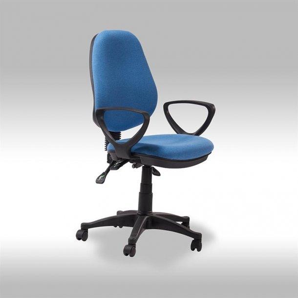 Mosa kontorstol i blå stof.