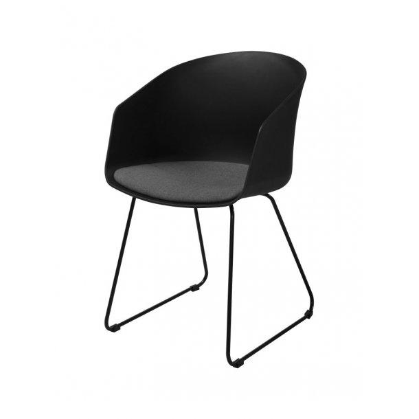 Bove spisestuestol i sort med gråt stof sæde og sort pulverlakeret stål.