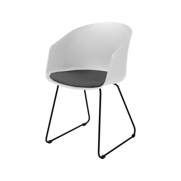 Bove spisestuestol i hvid med gråt stof sæde og sort pulverlakeret stål.