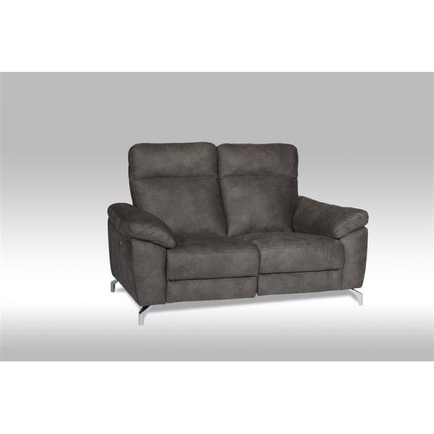 Sena sofa 2 personers recliner med motor i brun stof.