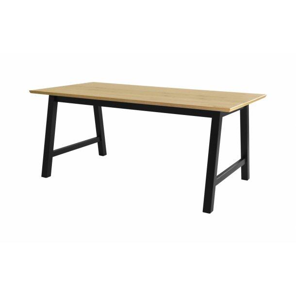 From spisebord 90 x 180 cm vild ege finer.