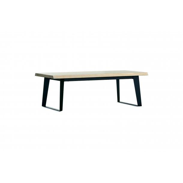 Norm sofabord i massiv og finer amerikansk vild eg, hvid pigment lak.