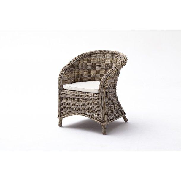 Bonsun spisestuestol og lænestol som kurvestol natur rattan grå.