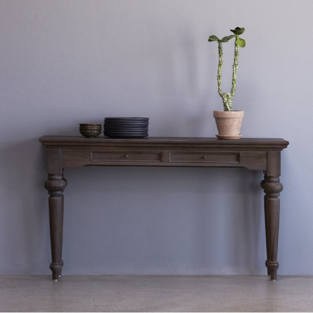 Hygge konsolbord med 2 skuffer mørk natur.