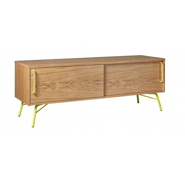 Asine tv møbel med 2 skydelåger og gult metal stel og ege finer.