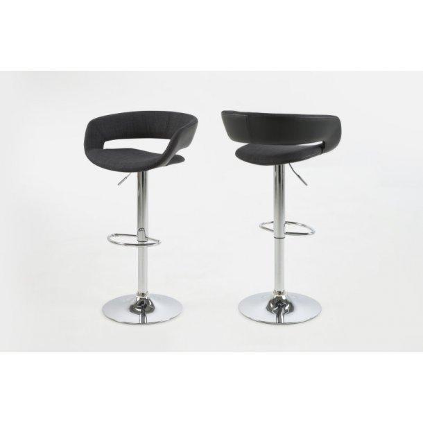 Gramma barstol i antrazit grå stof sæde og sort PU kunstlæder. Fod i chrome med gaspatron.