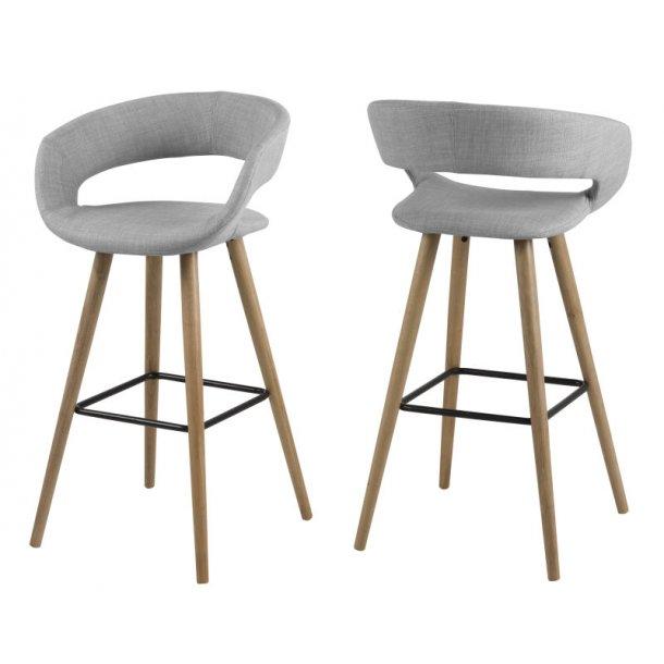 Gramma barstol i lys grå stof og med stel i massiv eg oliebehandlet.