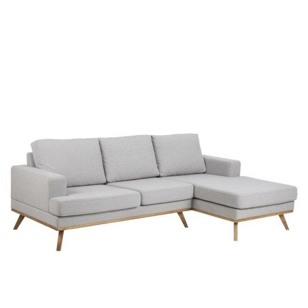 Nord 2 personers sofa med chaiselong højre i stof lysegrå og ben i egebejdset, lak.