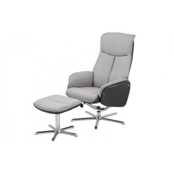 Ann lænestol med fodskammel i lys grå.