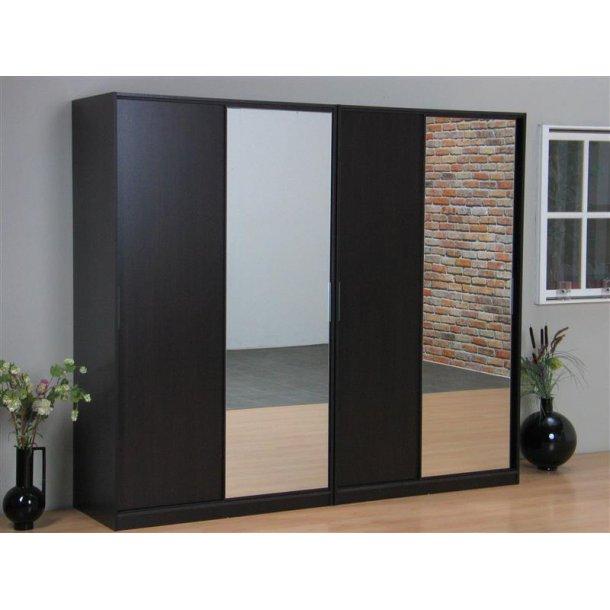Kaja skydedørsskab 4-dørs med spejl og espresso farvet.
