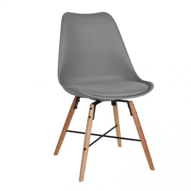 Klara skalstol grå med ben i eg og sort stål samt sæde i grå stof.