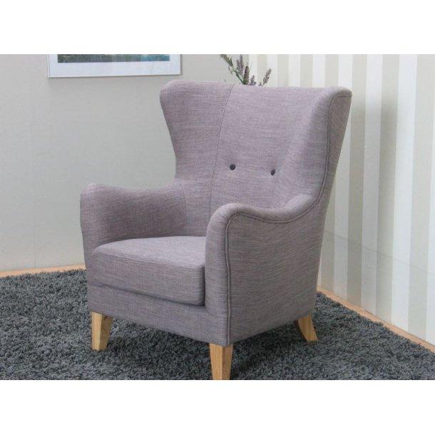 Stol Retro, højrygget lænestol i lys grå.
